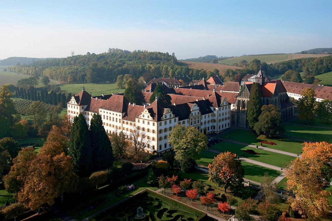 Luftansicht von Kloster und Schloss Salem