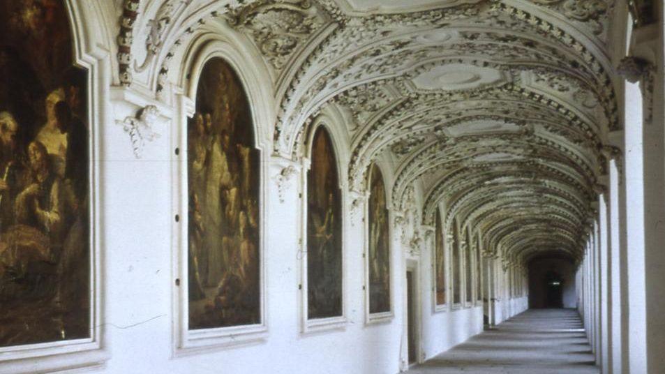 Blick in den Bernhardusgang, Kloster Salem; Foto: Staatliche Schlösser und Gärten Baden-Württemberg, Hermann Böhne