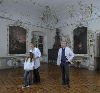 Salem Monastery and Palace, visitors in the drawing room