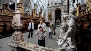 Besucher im Münster von Kloster und Schloss Salem; Foto: Staatliche Schlösser und Gärten Baden-Württemberg, Niels Schubert
