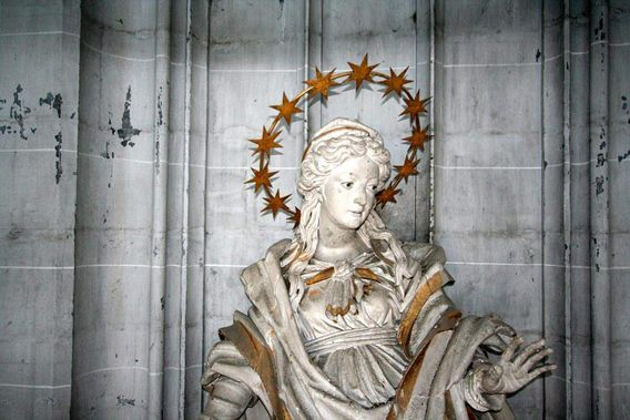 Salem Monastery, Statue in the minster
