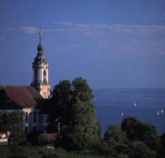 Blick zur Wallfahrtskirche Birnau und über den Bodensee