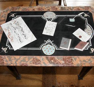 Detailansicht Scagliola-Tisch (aus dem Sammlungsbestand des Badisches Landesmuseum Karlsruhe, Inventarnummer 2010/886 ) im Kloster und Schloss Salem