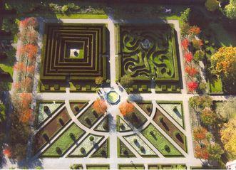 Luftansicht Garten und Labyrinth von Kloster und Schloss Salem