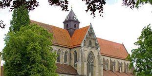 Außenansicht Münster im Sommer von Kloster und Schloss Salem