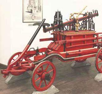 Historische Feuerwehrspritze im Feuerwehrmuseum
